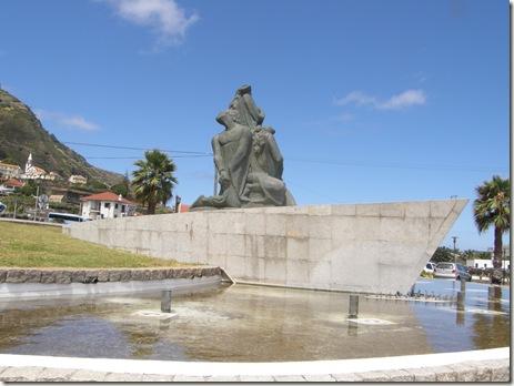 madeira news blog 0908 tobi statue roundabout Porto Moniz