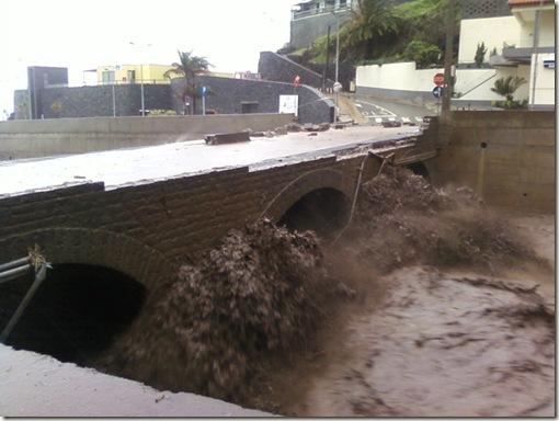 madeira news blog ribeira brava floods 2010 bridge 1x