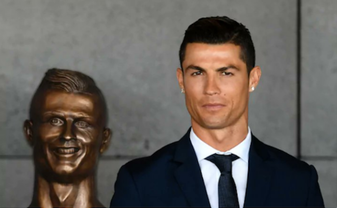 Ronaldo with old bust