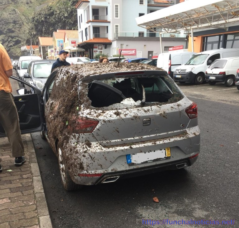Car caught in landslide in Sao Vicente