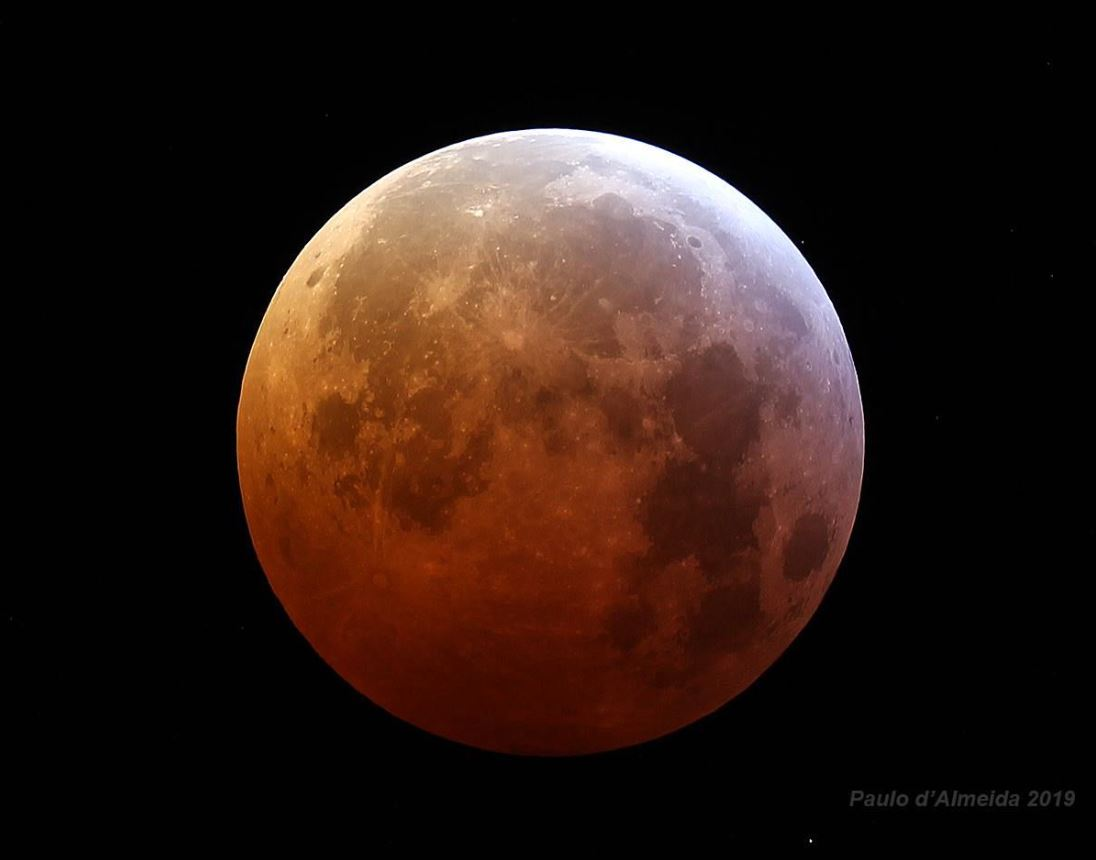 "Lunar eclipse or ""Red Moon"" seen from Portugal"