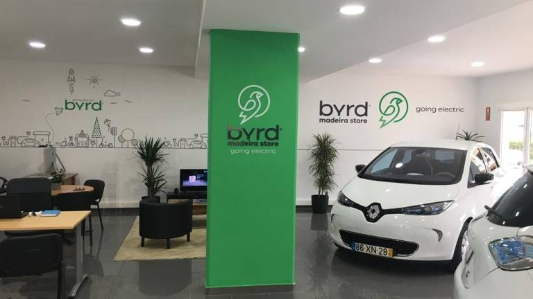 Electric car store opens in Madeira